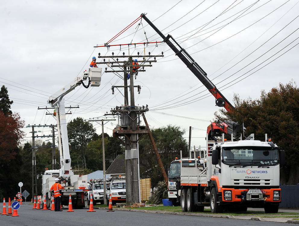Waipa Network electricity workers repairing power lines, Te Awamutu, New Zealand, Sunday, April 29, 2012. Credit:SNPA / Ross Setford