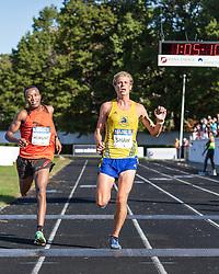 Boston Athletic Association Half Marathon, Ethan Shaw battles Isaac Mukundi on homestretch