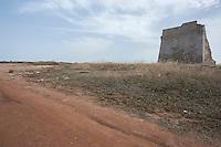 Torre Pozzella, Marina di Ostuni Brindisi.<br /> La Spiaggia Torre Pozzella di Ostuni è situata a circa 7 chilometri da Ostuni ed è raggiungibile intraprendendo la Statale 379, seguendo poi le varie deviazioni ed indicazioni locali. Si tratta di un tratto costiero splendido e ancora selvaggio, con scogliere, piccole insenature, dune e macchia mediterranea, caratterizzato da formazioni rocciose alte anche 6 metri che orlano piccole spiagge sabbiose. Il mare è molto bello, azzurro, cristallino e straordinariamente trasparente, ideale per fare il bagno e per gli amanti del nuoto. Nei pressi della spiaggia si trova una suggestiva torre d'avvistamento del Cinquecento, circondata da una fitta vegetazione mediterranea.<br /> (fonte descrizione http://www.qspiagge.it)