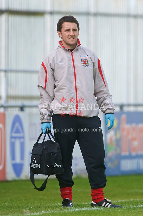 HAVERFORDWEST, WALES - Saturday, October 3, 2009: Wales' physiotherapist Richard Buchanan during the UEFA Under-17 Championship Qualifying Round Group 12 match against Russia at Bridge Meadow Stadium (Pic by David Rawcliffe/Propaganda)