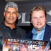 NLD/Amsterdam/20171214 - Presentatie cd Wesly Bronkhorst, Frank Rijkaard reikt de cd uit