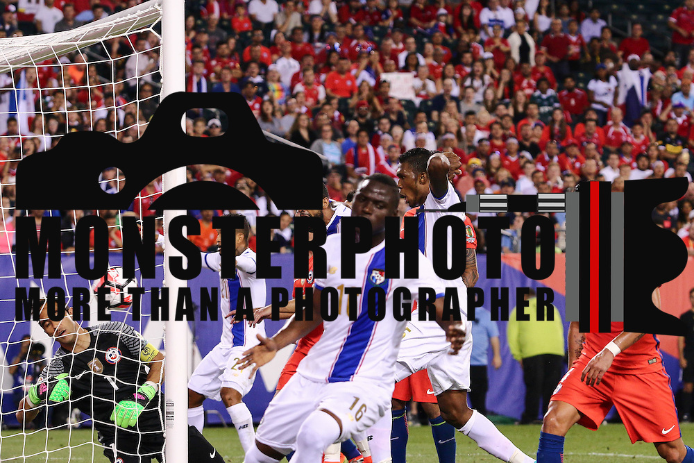 Panama Attacker ABDIEL ARROYO (16) heads the ball past Chile Keeper CLAUDIO BRAVO (1) for the score in the second half of a Copa America Centenario Group D match between the Chile and Panama Tuesday, June. 14, 2016 at Lincoln Financial Field in Philadelphia, PA.