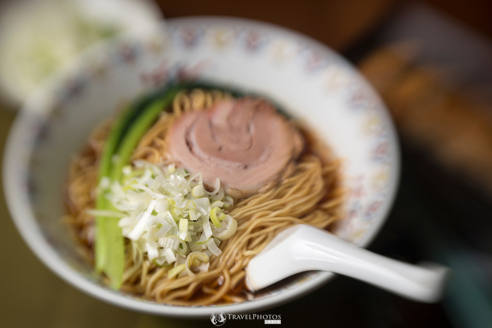 """A type of Chinese noodles (ramen) known in Japanese as """"syoyu ramen"""""""