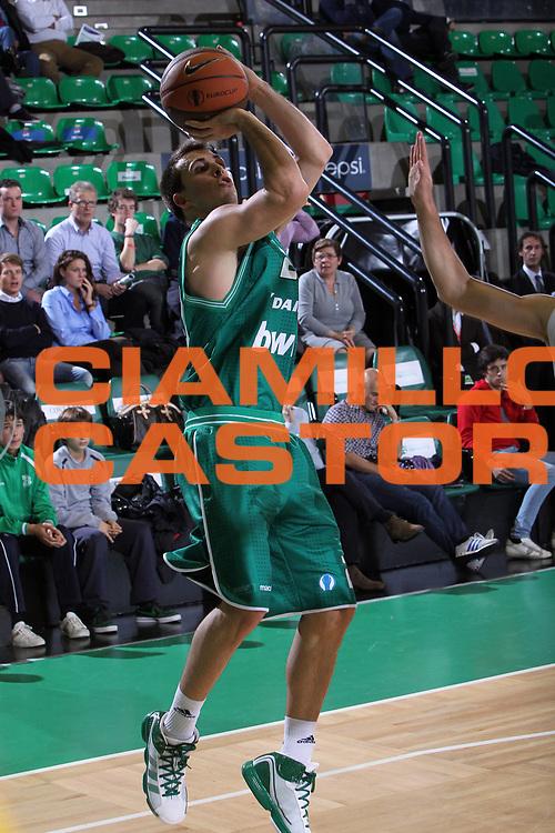DESCRIZIONE : Treviso Lega A 2010-11 Eurocup Qualifyng Round BWIN Benetton Treviso Chorale Roanne Basket<br /> GIOCATORE : Ryan Toolson<br /> SQUADRA : BWIN Benetton Treviso Chorale Roanne Basket<br /> EVENTO : Campionato Lega A 2010-2011 <br /> GARA : BWIN Benetton Treviso Chorale Roanne Basket<br /> DATA : 16/11/2010<br /> CATEGORIA : Tiro<br /> SPORT : Pallacanestro <br /> AUTORE : Agenzia Ciamillo-Castoria/G.Contessa<br /> Galleria : Lega Basket A 2010-2011 <br /> Fotonotizia : Treviso Lega A 2010-11 Eurocup Qualifyng Round BWIN Benetton Treviso Chorale Roanne Basket<br /> Predefinita :