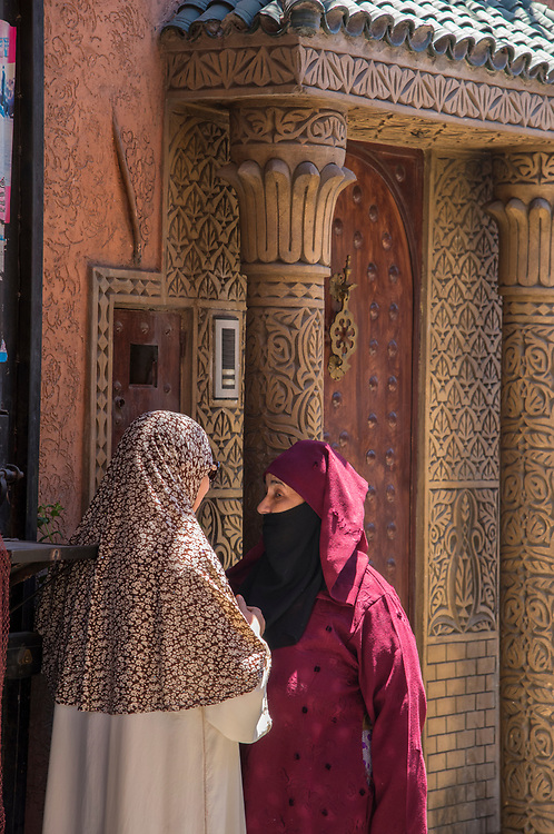 North Africa; Africa; African; Morocco; Moroccan; Marrakesh, women, talk