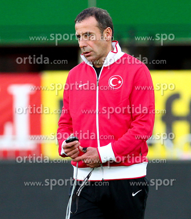 14.08.2012, Ernst Happel Stadion, Wien, AUT, Testspiel, Oesterreich vs Tuerkei, Training Tuerkei, im Bild Abdullah Avci, (TUR, Teamchef) // during an Turkey practice session for the Friendly football match between Austria (AUT) and Turkey (TUR) at the Ernst Happel Stadion, Vienna, Austria on 2012/08/14. EXPA Pictures © 2012, PhotoCredit: EXPA/ Thomas Haumer