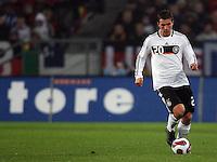 Fussball      EM Qualifikation    17.11.07 Deutschland - Zypern Lukas PODOLSKI (GER) am Ball.