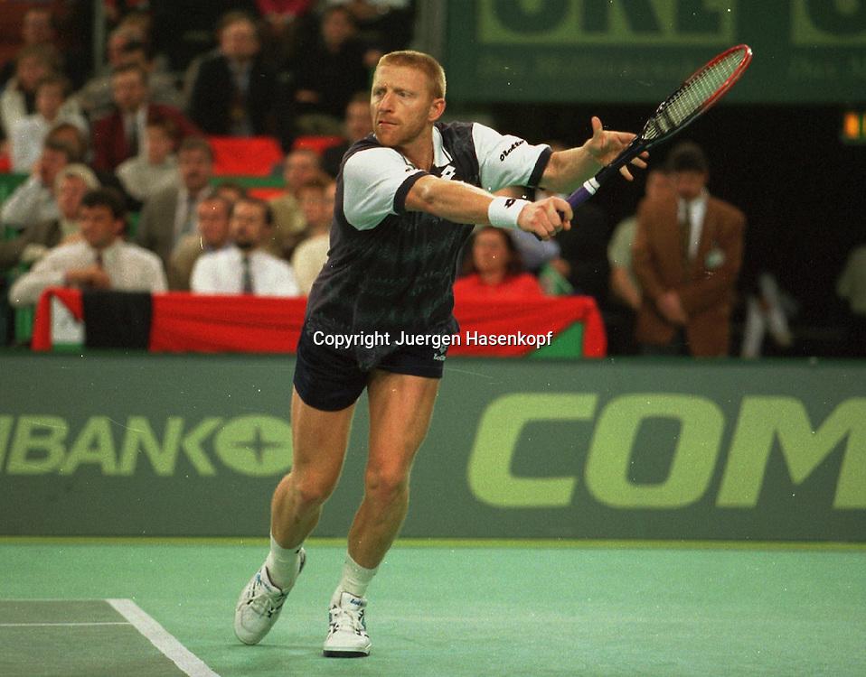 Compaq Grand Slam Cup in der Olympiahalle in Muenchen, HerrenTennis Turnier, September 1997,..Boris Becker (GER), Aktion,Einzelbild,Ganzkoerper,