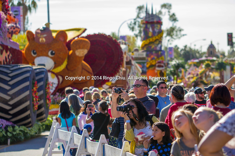 Thousands floats viewers  take an up-close look at the floats during the 125th Rose Parade's Showcase of Floats on Thursday, January 2, 2014 in Pasadena, California.(Photo by Ringo Chiu/PHOTOFORMULA.com)