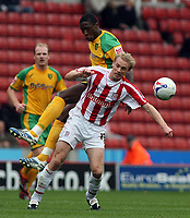 Photo: Paul Thomas.<br /> Port Vale v Norwich City. Carling Cup. 24/10/2006.<br /> <br /> Dickson Etuhu (L) of Norwich challenges Luke Chadwick for tthe ball.