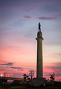 Statue of Civil War General Robert E. Lee ; sunset at Lee Circle