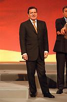 08 DEC 1999, BERLIN/GERMANY:<br /> Gerhard Schröder, SPD Parteivorsitzender, SPD Bundesparteitag, Hotel Estrell<br /> Gerhard Schroeder, Fed. Chancellor and SPD Chairman, during the Federal Party Congress of the Social Democratic Party<br /> IMAGE: 19991208-01/06-15<br /> KEYWORDS: Parteitag