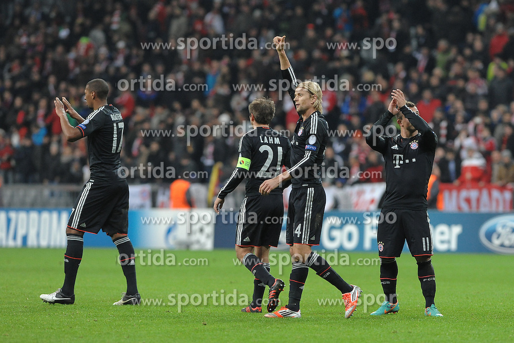 07.11.2012, Alianz Arena, Muenchen, GER, UEFA CL, GER, UEFA CL, FC Bayern Muenchen vs OSC Lille, Gruppe F, im Bild Anatoliy TYMOSHCHUK (FC Bayern Muenchen) bedankt sich beim Publikum. // during UEFA Championsleague group F Match between GER, UEFA CL, FC Bayern Muenchen vs OSC Lille at the Alianz Arena, Munich, Germany on 2012/11/07. EXPA Pictures © 2012, PhotoCredit: EXPA/ Eibner/ Wolfgang Stuetzle..***** ATTENTION - OUT OF GER *****