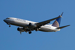 Boeing 737-824 (N78509) operated by United Airlines on approach to San Francisco International Airport (SFO), San Francisco, California, United States of America