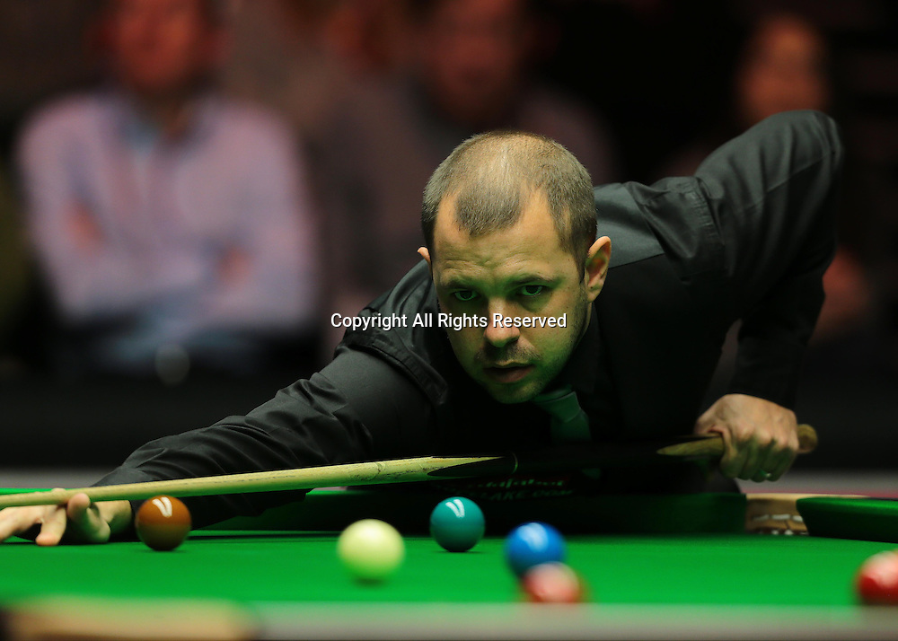 16.01.2016.  Alexandra Palace, London, England. Masters Snooker. Semi Finals. Barry Hawkins watches the cue ball during the eighth frame