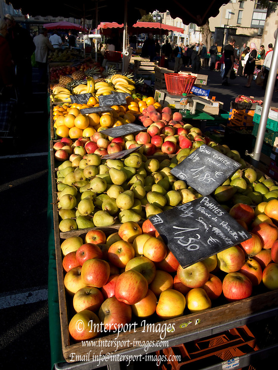 Rennes, FRANCE,  Varieties of Apples on display,  at the Saturday Morning Market,  Brittany.  Saturday  26/09/2009   [Mandatory Credit Peter Spurrier Intersport Images] Street Photo.