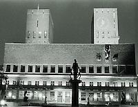 Oslo 20111103. Nattbilde av r&aring;dhuset i Oslo fotografert i sort/hvitt.<br /> Foto: Svein Ove Ekornesv&aring;g