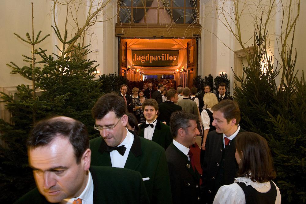 Wien/Oesterreich, AUT, 28.01.2008: Teilnehmer waehrend dem Jaegerball in der Wiener Hofburg.<br /> <br /> Vienna/Austria, AUT, 28.01.2008: Participants of the Hunters Ball (Jaegerball) at the &quot;Hofburg&quot; in Vienna.
