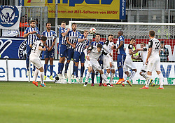 18.04.2015, Hardtwaldstadion, Sandhausen, GER, 2. FBL, SV 1916 Sandhausen vs Karlsruher SC, 29. Runde, im Bild Kevin Kratz (SV Sandhausen) bei seinem Freistoss der an die Latte geht,<br /> KSC Mauer v.l.<br /> Enrico Valentini (Karlsruher SC), Daniel Gordon (Karlsruher SC), Jonas Meffert (Karlsruher SC), Manuel Gulde (Karlsruher SC),Philipp Max (Karlsruher SC), Ilian Micanski (Karlsruher SC), Reinhold Yabo (Karlsruher SC), dazwischen von Sandhausen Tim Kister (SV Sandhausen), Florian Huebner (SV Sandhausen) und Aziz Bouhaddouz (SV Sandhausen) // during the 2nd German Bundesliga 29th round match between SV 1916 Sandhausen vs Karlsruher SC at the Hardtwaldstadion in Sandhausen, Germany on 2015/04/18. EXPA Pictures © 2015, PhotoCredit: EXPA/ Eibner-Pressefoto/ Bermel<br /> <br /> *****ATTENTION - OUT of GER*****