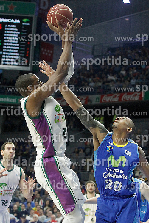 12.04.2015, Palacio de los Deportes, Madrid, ESP, Liga ACB, Real Madrid vs FC Barcelona, im Bild Movistar Estudiantes' Diamon Simpson (r) and Unicaja's Will Thomas // during Liga Endesa ACB match between Real Madrid and FC Barcelona at the Palacio de los Deportes in Madrid, Spain on 2015/04/12. EXPA Pictures &copy; 2015, PhotoCredit: EXPA/ Alterphotos/ Acero<br /> <br /> *****ATTENTION - OUT of ESP, SUI*****