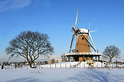 Winter in de Soest, de molen op de veldweg