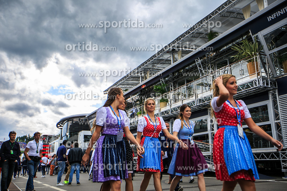 19.06.2015, Red Bull Ring, Spielberg, AUT, FIA, Formel 1, Grosser Preis von Österreich, Training, im Bild Formula Unas // during the Practice of the Austrian Formula One Grand Prix at the Red Bull Ring in Spielberg, Austria, 2015/06/19, EXPA Pictures © 2015, PhotoCredit: EXPA/ Dominik Angerer