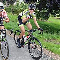 TIEL (NED) wielrennen<br /> De tweede etappe was rond Tiel en ging door de Betuwe. Marijn de Vries bezig aan haar laatste wedstrijddagen