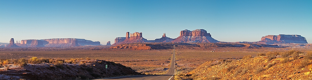 Panoramic view of the road leading to Monument Valley