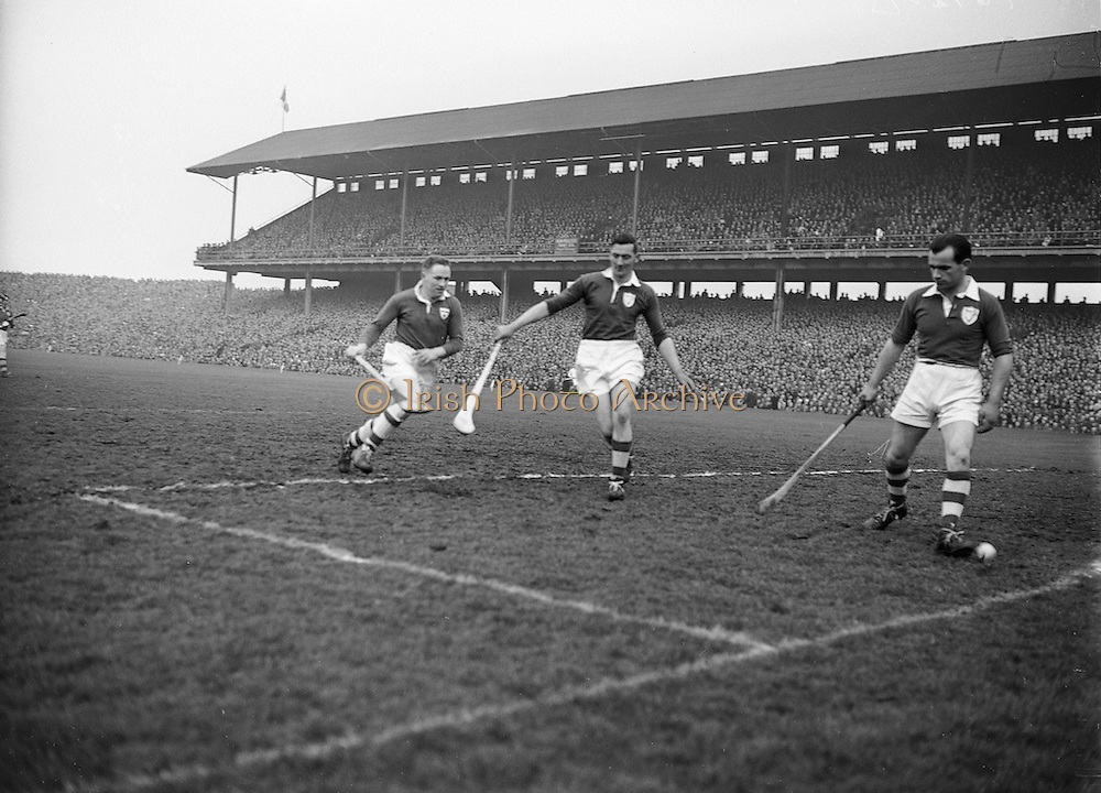 Neg No: 1000/a36109-a3625...17031956IPHCF.17.03.1956...Interprovincial Railway Cup Hurling Championship - Final...Leinster.05-11..Munster.01-07