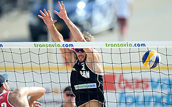 17-07-2014 NED: FIVB Grand Slam Beach Volleybal, Apeldoorn<br /> Poule fase groep A mannen - Ben Saxton CAN