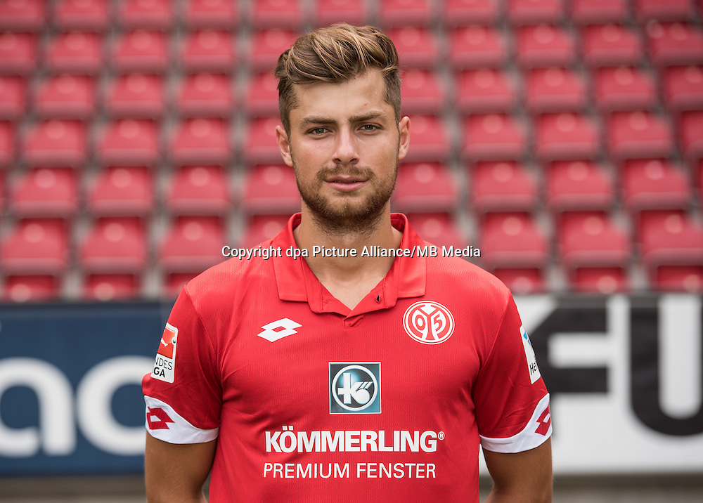 German Bundesliga - Season 2016/17 - Photocall FSV Mainz 05 on 25 July 2016 in Mainz, Germany: Alexander Hack (42). Photo: Andreas Arnold/dpa | usage worldwide