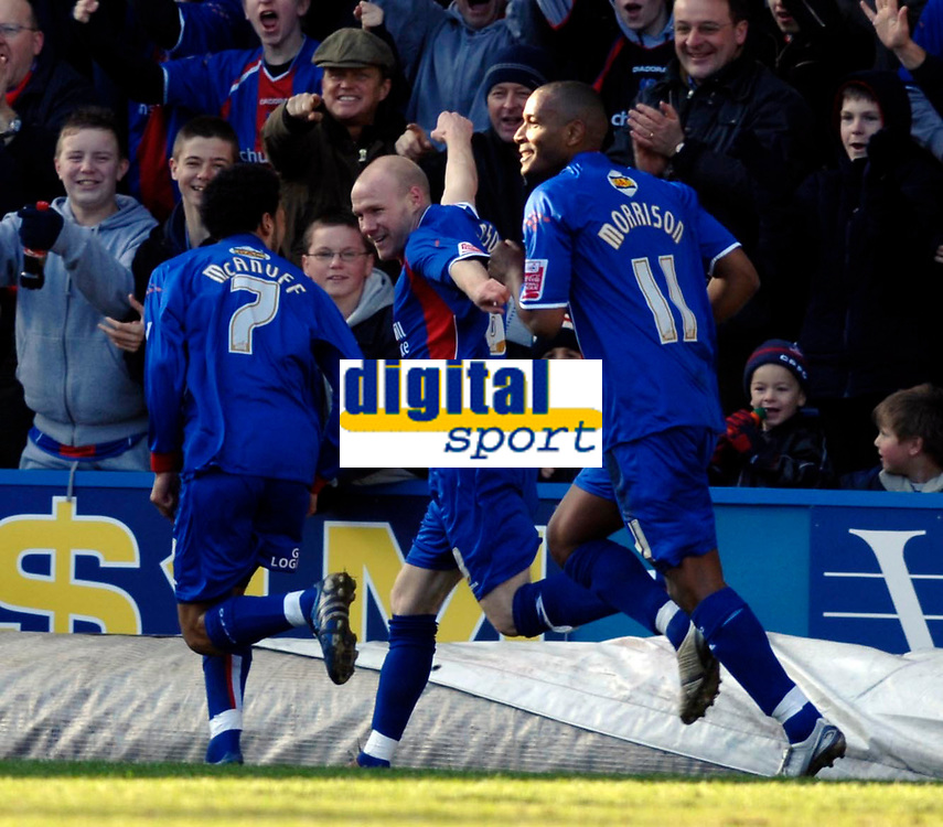 Photo: Daniel Hambury.<br />Crystal Palace v Norwich City. Coca Cola Championship. 25/02/2006.<br />Palace's Andrew Johnson (C) celebrates scoring the first goal.