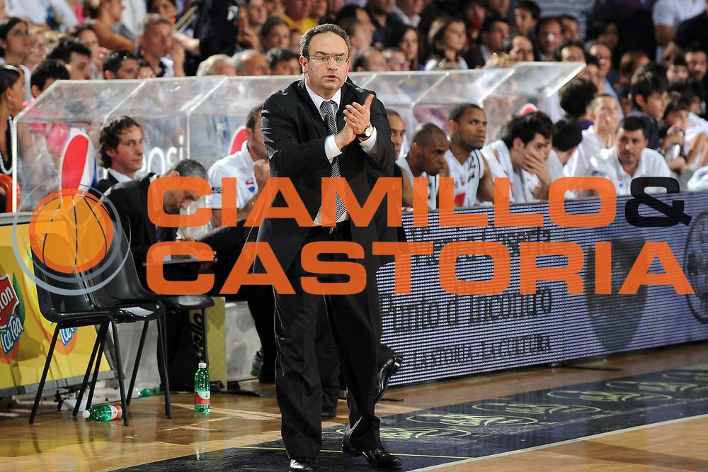 DESCRIZIONE : Caserta Lega A 2009-10 Playoff Semifinale Gara 5 Pepsi Caserta Armani Jeans Milano<br /> GIOCATORE : Stefano Pino Sacripanti<br /> SQUADRA : Pepsi Caserta<br /> EVENTO : Campionato Lega A 2009-2010 <br /> GARA : Pepsi Caserta Armani Jeans Milano<br /> DATA : 10/06/2010<br /> CATEGORIA : esultanza ritratto<br /> SPORT : Pallacanestro <br /> AUTORE : Agenzia Ciamillo-Castoria/Giulio Ciamillo<br /> Galleria : Lega Basket A 2009-2010 <br /> Fotonotizia : Caserta Lega A 2009-10 Playoff Semifinale Gara 5 Pepsi Caserta Armani Jeans Milano<br /> Predefinita :