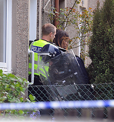 Police Scotland officers in riot gear end the domestic seige in a house in Lomond Crescent Dunfermline peacefully  while neighbours look on from their windows<br /> <br /> (c) David Wardle | Edinburgh Elite media
