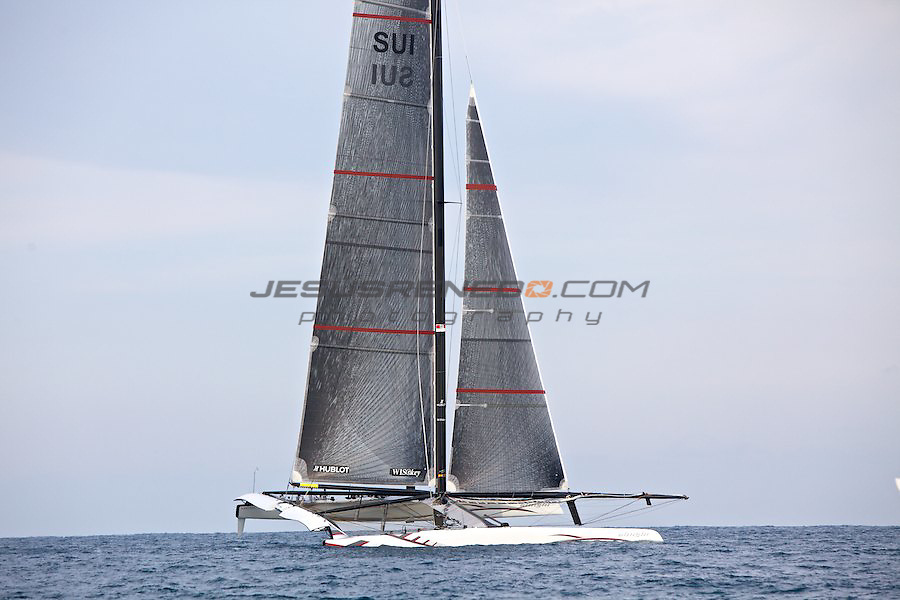 33 americas cup,33 Americas Cup, Oracle giant trimaran with wingsail beats Alinghi Catamaran.