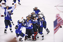 PYEONGCHANG, Feb. 22, 2018  Team USA celebrate after winning women's ice hockey final against Canada at Gangneung Hockey Centre, in Gangneung, South Korea, Feb. 22, 2018. The United States beat Canada in shootout to win the women's ice hockey gold medal at the Winter Olympic Games here on Thursday. (Credit Image: © Ju Huanzong/Xinhua via ZUMA Wire)