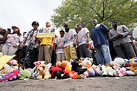 Michael Brown Sr., (C) at the spot where his son was killed, hugs his wife Cal Brown during 4 1/2 minutes of silence to mark the one year anniversary of the killing of son Michael Brown Jr. in Ferguson, Missouri August 9, 2015.  Several hundred people gathered in Ferguson, Missouri, on Sunday to mark the one-year anniversary of the shooting death of an unarmed black teenager by a white police officer that sparked protests and a national debate on race and justice.  REUTERS/Rick Wilking