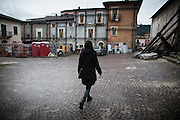 L'aquila, Abruzzo, Italia. 27.03.2014. Cora Fontana studerer på Gran Sasso Science Institute. Hun oppsøker fra tid til annen forlatte hjem i den røde sonen. L'aquila, 6. april 2009 kl. 03:32: Et jordskjelv som måler 6.3 ryster byen. 309 mennesker mister livet. Fem år senere sliter de som overlevde fortsatt med etterskjelvene, i form av en guffen cocktail av uærlige offentlige tjenestemenn, mafia og 494 millioner øremerkede euro på avveie. Fotografier til bruk i feature i DN lørdag 05.04.2014. Foto: Christopher Olssøn.