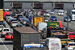 © Licensed to London News Pictures. 26/05/2017<br /> ANTI-CLOCKWISE TRAFFIC TOWARDS DARTFORD CROSSING M25.<br /> Hot weather and heavy May bank holiday traffic chaos on the M25 in Dartford,Kent as the last May bank holiday getaway 2017 starts.<br /> Photo credit :Grant Falvey/LNP