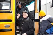 Circuits Architecture en lumière 2012, circuit en autobus avec la visite commentées par les architectes de quatre nouvelles réalisations en architecture de Montréal. A l'occasion du Festival MONTRÉAL EN LUMIÈRE 2012 et de la Nuit blanche du Centre Canadien d'Architecture (CCA), organisé par SCPGR à   / Montreal / Canada / 2012-02-25, © Photo Marc Gibert / adecom.ca