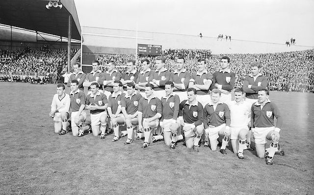 The victorious Galway Team at the All Ireland Senior Gaelic Football Final Kerry v. Galway in Croke Park on the 26th September 1965. The victorious Galway Team ..26.09.1965, 09.26.1965, 26th September 1965.<br /> Back row (from left) Seamus Leydon, Noel Tierney, Bosco McDermott, Tommy Sands, Sean Meade, Mattie McDonagh, Mick Garrett, MIck Reynolds, Jimmy Glynn, John Keenan. <br /> Front Row (from left) Greg Higgins, Martin Newell, John Donnellan, Sean Cleary, Cyril Dunne, Christy Tyrell, Enda Colleran (capt), Brian Geraghty, Tommy Keenan, Johnny Geraghty, Pat Donnellan.