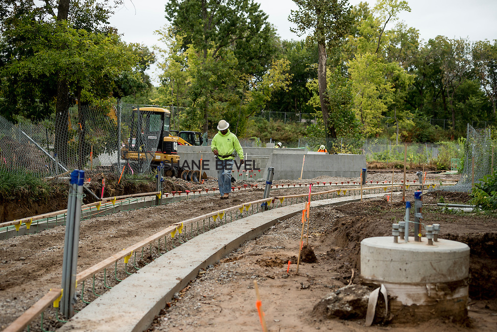 10/7/16 11:16:03 AM -- Steel installation on the Williams Lodge, foundations in the Adventure Playground, Peggy's Pond<br /> <br /> Photo by Shane Bevel