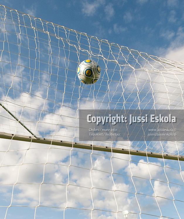 Saksa siirtyy 1-0-johtoon. Saksa - Suomi. Alle 21-vuotiaiden EM-turnaus. Halmstad, Ruotsi 18.6.2009. Photo: Jussi Eskola