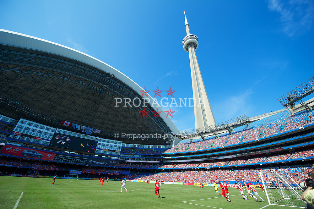 TORONTO, CANADA - Saturday, July 21, 2012: Liverpool take on Toronto during the first match of the North American pre-season tour at the Rogers Centre. (Pic by David Rawcliffe/Propaganda)