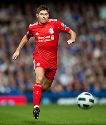 17.10.2010, Goodison Park, Liverpool, ENG, PL, Everton FC vs Liverpool FC, im Bild Liverpool's captain Steven Gerrard MBE in action against Everton during the 214th Merseyside Derby match at Goodison Park, EXPA Pictures © 2010, PhotoCredit: EXPA/ Propaganda/ D. Rawcliffe *** ATTENTION *** UK OUT!