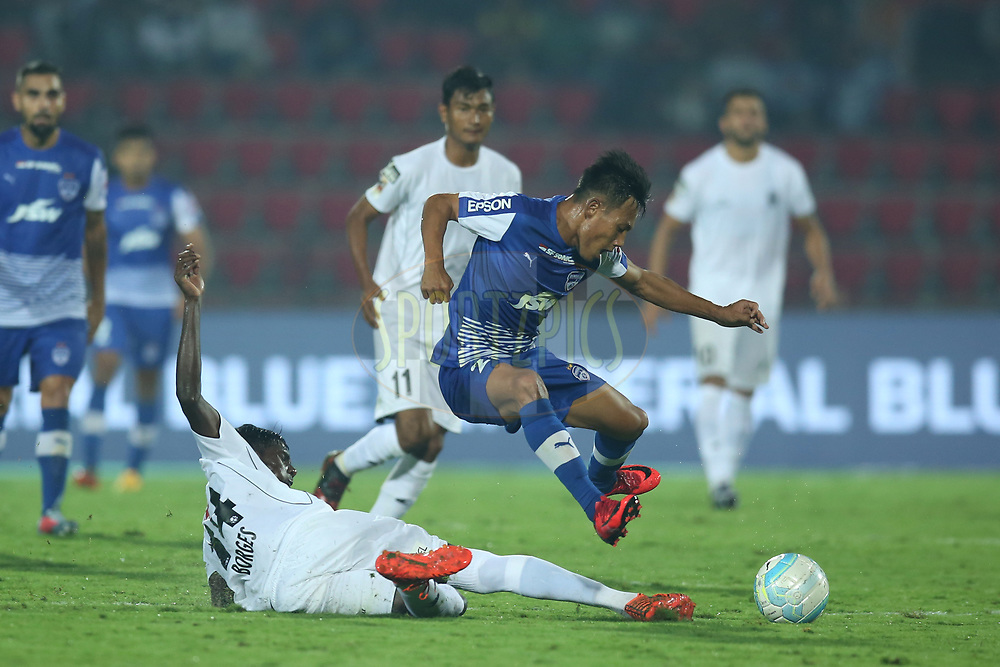 Udanta Singh Kumam of Bengaluru FC and Rowllin Borges of Northeast United FC in action during match 19 of the Hero Indian Super League between NorthEast United FC and Bengaluru FC held at the Indira Gandhi Athletic Stadium, Guwahati India on the 8th December 2017<br /> <br /> Photo by: Deepak Malik  / ISL / SPORTZPICS