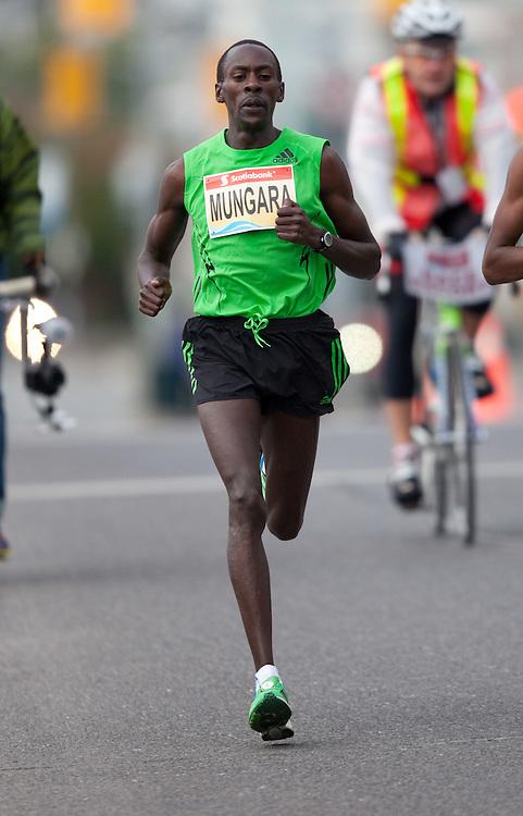 Toronto, Ontario ---11-10-16--- Kenneth Mungara competes in the Scotiabank Toronto Waterfront Marathon, October 16, 2011.<br /> GEOFF ROBINS Mundo Sport Images
