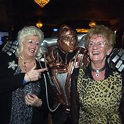Uitreiking populariteitsprijs 2002, Country Wilma, pop, robot en moeder Gerard Joling