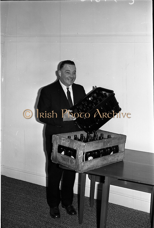 04/03/1964<br /> 03/04/1964<br /> 04 March 1964<br /> Beamish and Crawford bottles in old and new style crates from the Irish Glass Bottle Co. displayed at Arrow advertising, offices.