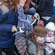 NLD/Amsterdam/20160117 - Premiere Woezel & Pip Op zoek naar de Sloddervos !, Barbara Barend en dochter Livia en zoon Sebastiaan Bram